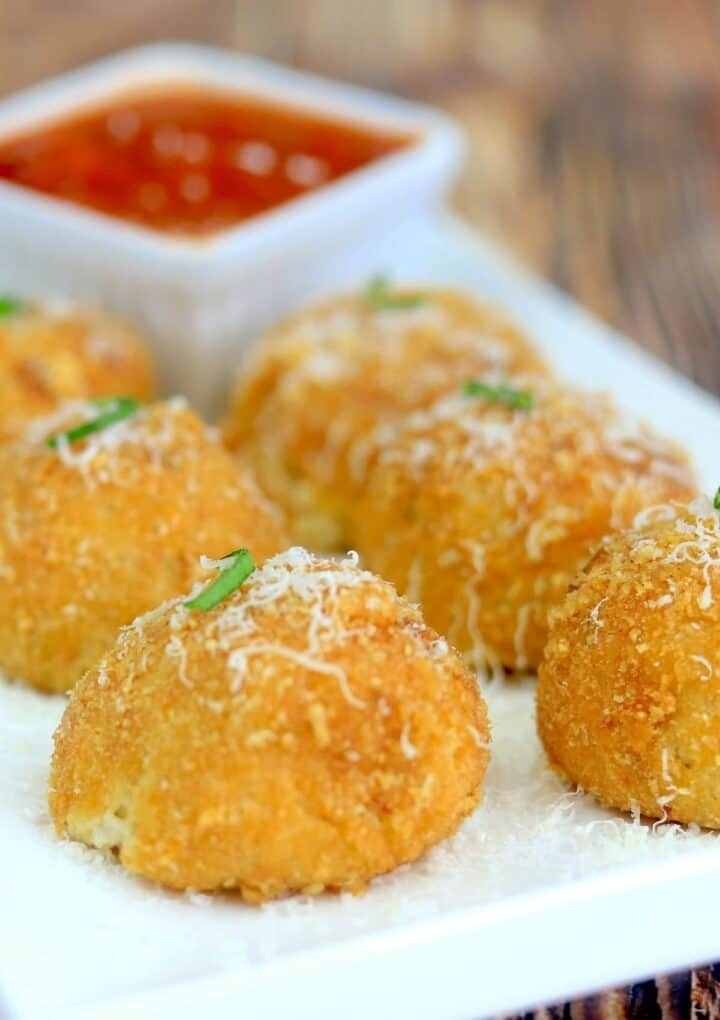 plate with 6 arancini and dipping sauce