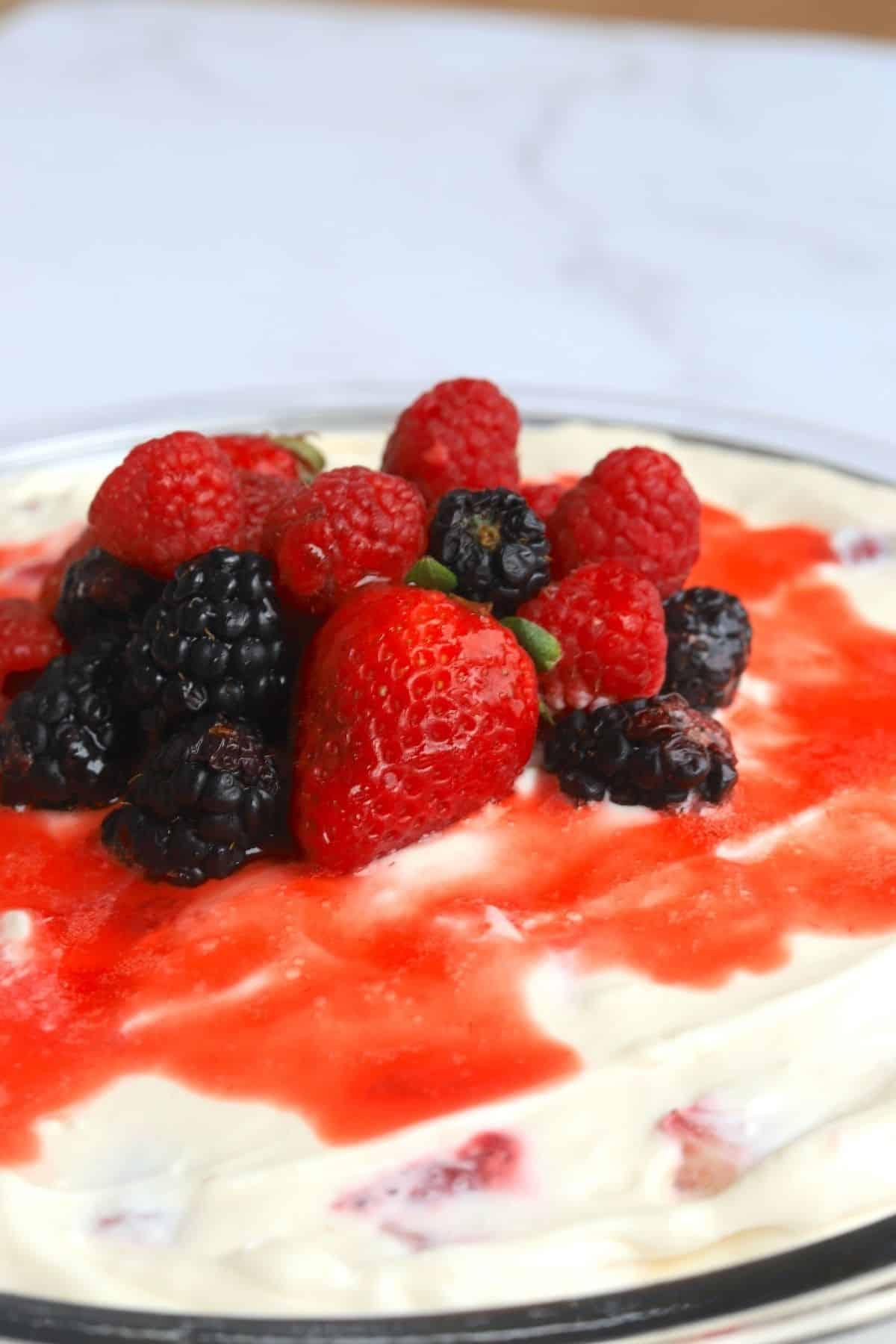 strawberry cream pie with fresh berries