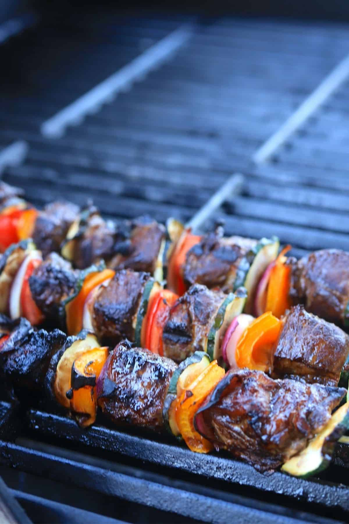 Beef kabobs fully cooked on the grill