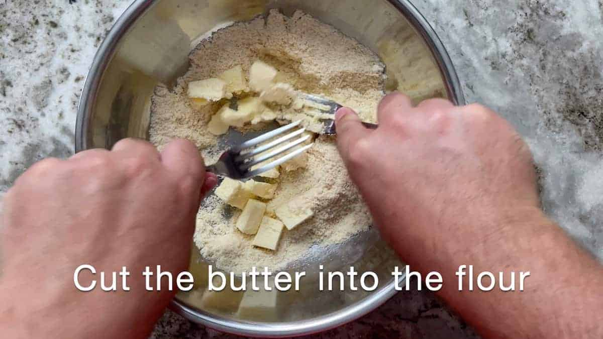 Cutting butter into pastry with 2 forks